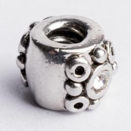 Be Charmed kraal zilver met een rhodium laag (nikkelvrij) c.a.10x 8mm groot gat: 4mm