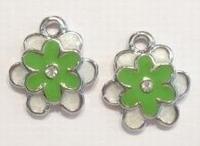 Per stuk Metalen bedel bloem met groen/wit epoxy en strass steen 18 mm