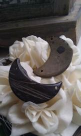 3 x houten kraal maantje aan weerszijden een doorrijggaatje 35 mm