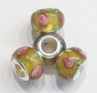Per stuk Glaskraal European-style goud/geel met roze roosjes 13 mm