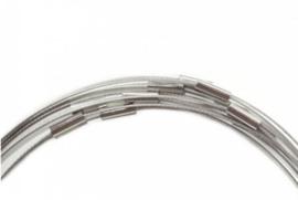 Spang voorketting  met magneetslot 1mm dik sluiting: 3.5x13mm Lengte:  c.a. 46cm