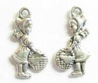 10x  Antiek zilveren metalen bedel Meisje met mandje 22 mm