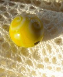 10 x Prachtige handgemaakte glaskraal 13 x 14 mm geel