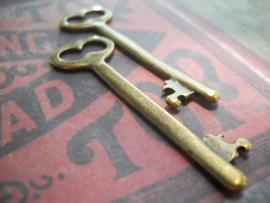 2 x Prachtige Tibetaans zilveren sleutel geel koper kleur 53,5 x 16 x 2mm