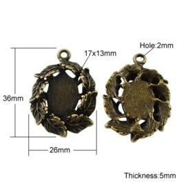 2 x Houder F: Prachtige Camée of Cabochon houder.  Binnenzijde c.a. 13 x 17 mm oogje 2mm