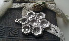 Per stuk zilveren hanger bloem 36 mm zonder steentjes