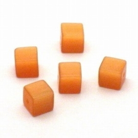 10 x  Glaskraal kubus cate-eye 8mm oranje