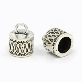 1 x  Tibetaans zilveren koordkapje 14,5 x 11mm oogje: 3,5mm gat doorsnede 7,5mm