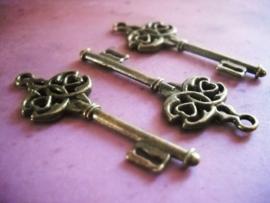 2 x Tibetaans zilveren sleutel geel koper 45 x 17mm gat: 2mm