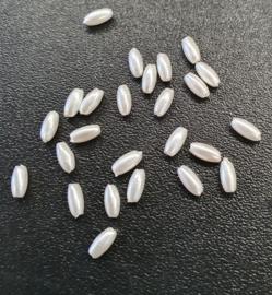 25 stuks rijstekorrel kralen acryl 3 x 6mm kleur ivoor gat c.a.1mm