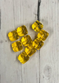 10 Stuks mooie vierkante gele  glaskralen 8mm gat 1mm