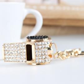 Prachtige sleutelhanger met kristal strass in de vorm van eenfluit. lengte: 12mm x  3mm