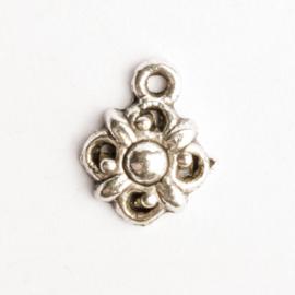 6 x bedel bloem zilver kleur 14,5  x 11 mm oogje: 1,5mm