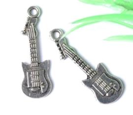 5 x Tibetaans zilveren bedel van een gitaar 31 x 11 x 2mm gat: 2mm