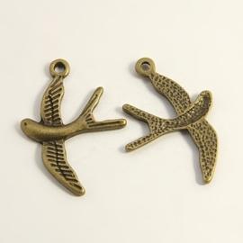 6 x Tibetaans zilveren bedel van een vogel zwaluw geel koper kleur  31 x 22 x 2mm gat: 2mm