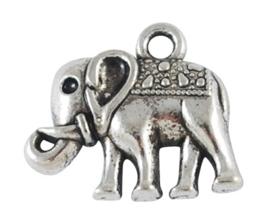 4 x Tibetaans zilveren bedel van een olifant  16 x 14 x 3mm gat: 2mm