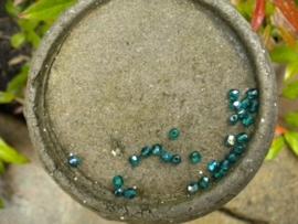 30 stuks facet kralen groen met AB glans 4mm