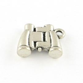1x Tibetaans zilveren bedeltje van een verreklijker 13 x 17 x 4,5mm oogje: 2mm