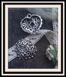 Per stuk Tibetaans zilveren bedel/hanger hart bewerkt met bloemmotief 20 mm