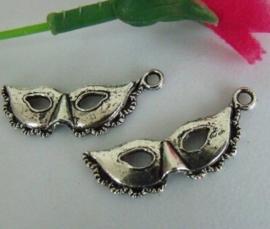 4 x Tibetaans zilveren bedeltje van een masker 31,5 x 13mm
