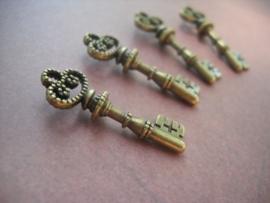 4 x Tibetaans zilveren sleutel geel koper 12 x 32 x 2mm gat: 3mm