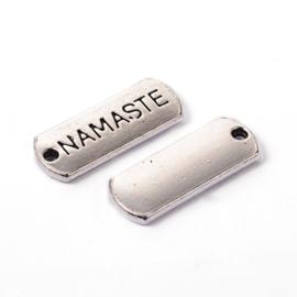 10x Tibetaans zilveren bedeltje tekst: Namaste , 21 x 2mm gat: 2mm