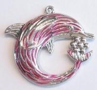 Per stuk Zilverkleurig metalen hanger dolfijn met roze epoxy 48 mm
