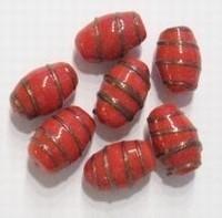 02-003 Per stuk Glaskraal India ovaal rood met goud-randje ca 16 mm