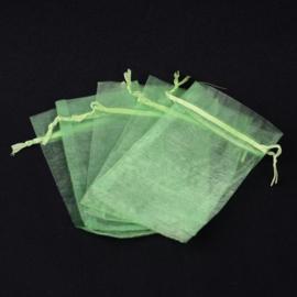 c.a. 100 stuks mini organza zakjes 5 x 7 cm licht groen