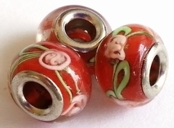 Per stuk Glaskraal European-style groen met rood met roze roosje 14 mm