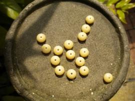 15 stuks prachtige gemstone donuts beige 4x7 mm