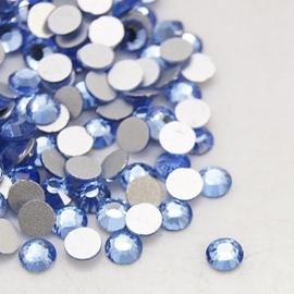 20 stuks (bijvoorbeeld geschikt als tand - nagel) kristallen 1.8mm  Light Sapphire