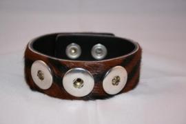 Drukker armband met vachtje tijger en drukknoopsluiting enkele rij voor drie verwisselbare drukkers.