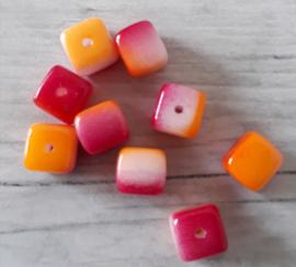 10 x mooie roze/oranje kubusvormige glaskralen 5 x 5 mm gat: 1 mm