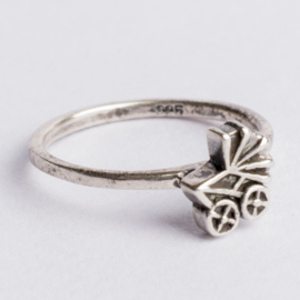 925 zilveren ring zilver Charmins c.a.26x 7mm ; Ø17mm