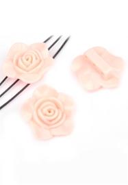 2 x  Resin verdelers bloem ± 33x14mm met 3 gaatjes (gat ± 2mm) licht roze