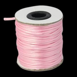 1 meter satijnkoord  van ca. 2 mm dik, licht roze