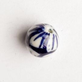 6 x keramiek kraal blauw wit 10  x 10 mm gat: 1mm
