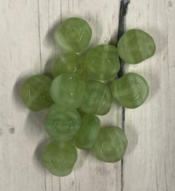 10 stuks platte glaskralen groen 8mm gat 1mm