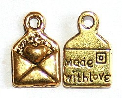 "1 x Bedeltje ""Made with love"" goud kleur 10 x 6,5mm"