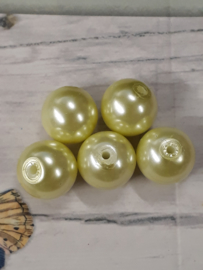 20 x mooie glasparel lime  12mm gat:1mm