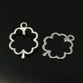 4 x Tibetaans zilveren bedeltjes van een geluks klaver 24 x 18 x 4 gat: 3mm