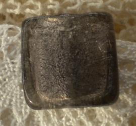 Zilver folie glaskraal vierkant 18 x 5,5mm Grijs