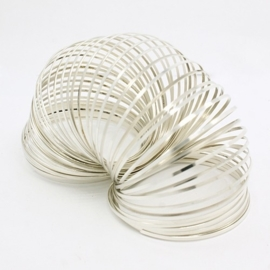 Platte Memory Wire voor armbanden 60 mm zilverkleurig 25 wendingen plat 1,5 x 0,5mm diameter 60mm