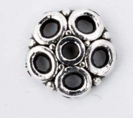 10 x Verzilverde kralenkapjes   8 mm