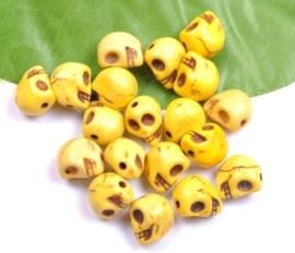 10 keramiek Howlite skulls geel  c.a. 10mm Gat: 1mm
