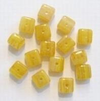 20 stuks Glaskraal blokje geel gemeleerd 4 mm