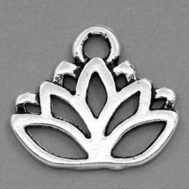 4 x  tibetaans zilveren  bedel lotus bloem 17 x 1mm gat: 3mm