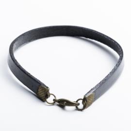 Armband leer 19 cm zwart met geelkoper kleur beslag