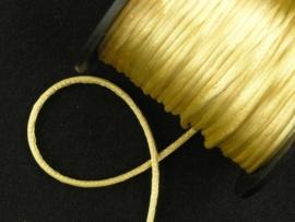 1 meter satijnkoord  van ca. 2 mm dik, zacht goud geel